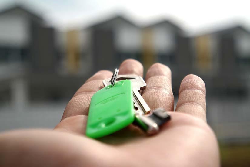 Holding Keys in Flat Hand